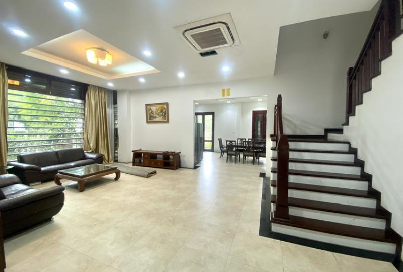 Brand new villa for rent Vinhomes Riverside with 3 bedrooms
