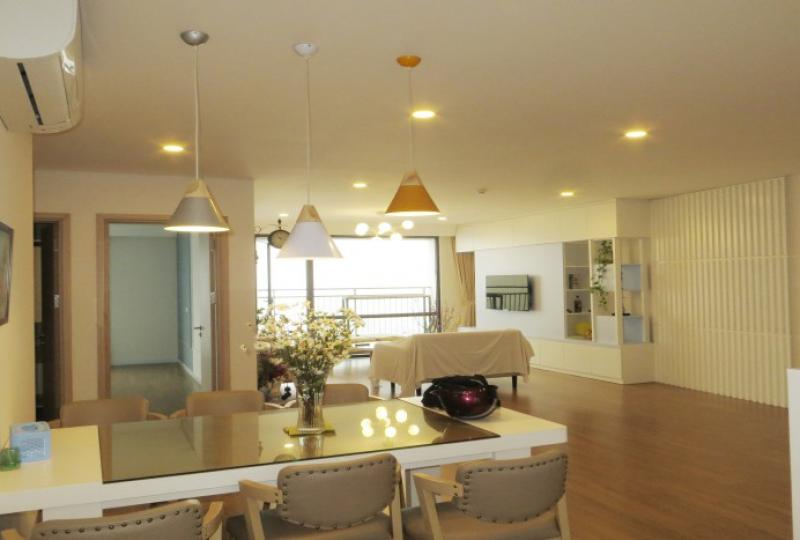 Bright 3 bedroom apartment in Mipec Riverside with river view 150m2