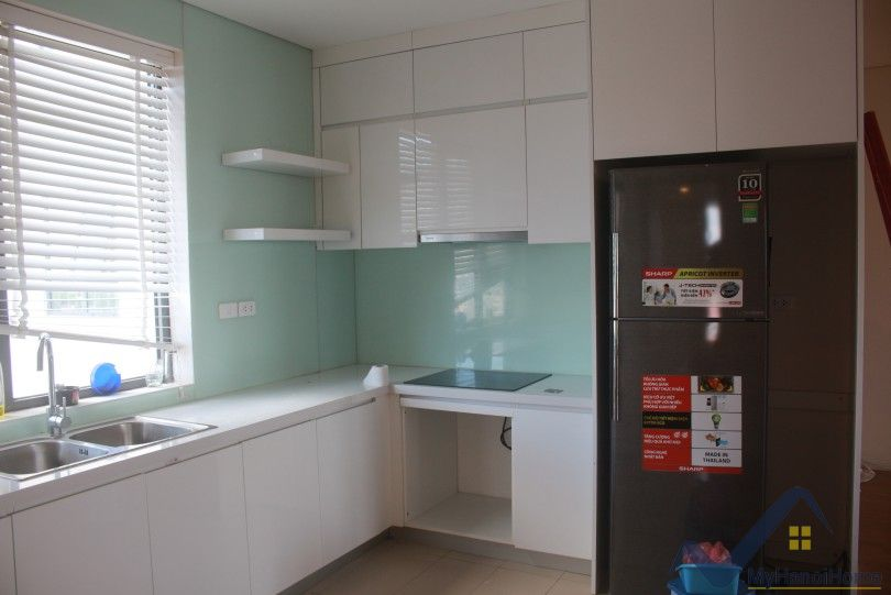 Bright Mipec Long Bien apartment to rent 3 bedrooms furnished