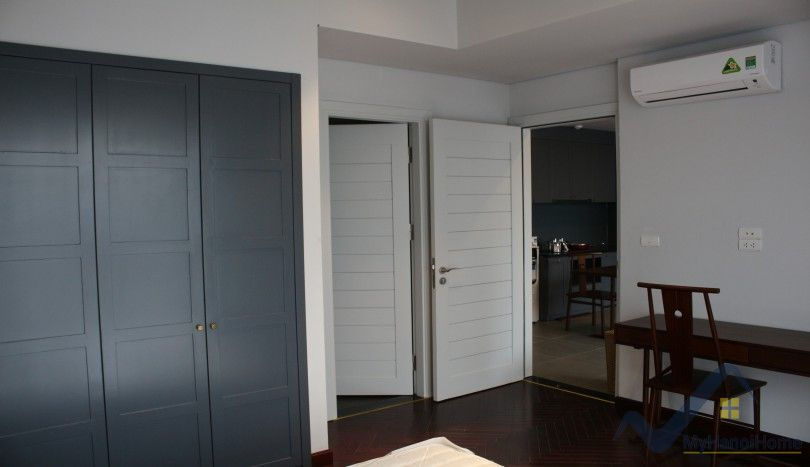 Bright reception 01 bedroom apartment in Tay Ho, Nghi Tam village