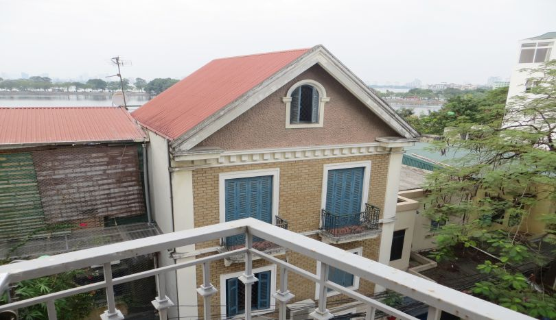 Budget studio apartment for rent in Truc Bach, bright living area