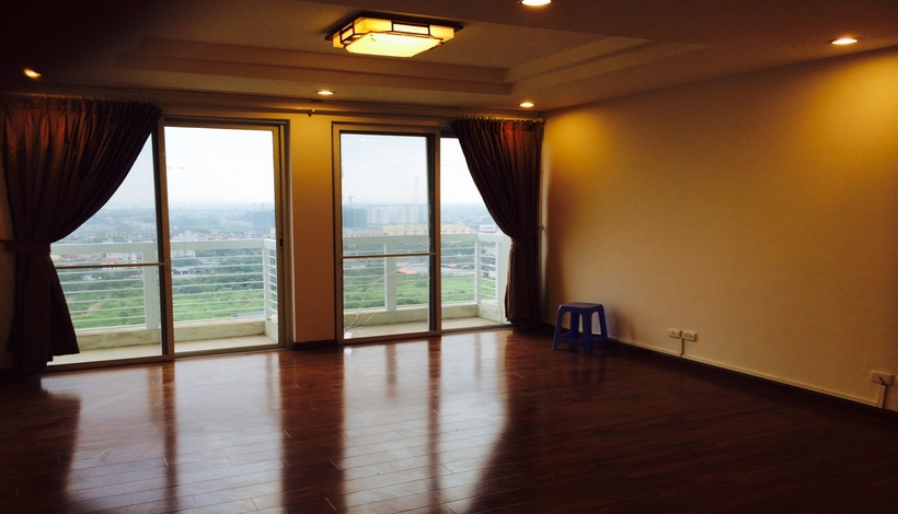 Buying apartment at E1 tower in Ciputra Hanoi, high floor
