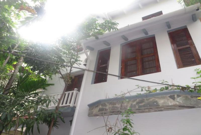 Car parking 4 bedroom house in Tay Ho for rent, 4 storeys