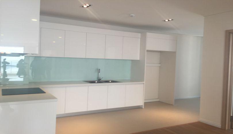 Corner 3 bedroom apartment for rent in Mipec Long Bien, unfurnished