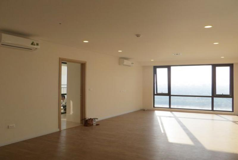 Corner 3 bedroom apartment for rent in Mipec Riverside, Tower B