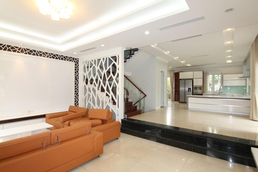 Corner semi detached villa in Vinhomes Riverside for rent, near Almaz