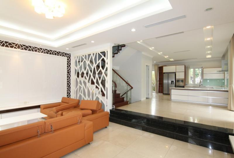 Corner semi detached villa in Vinhomes Riverside for rent, near Almaz