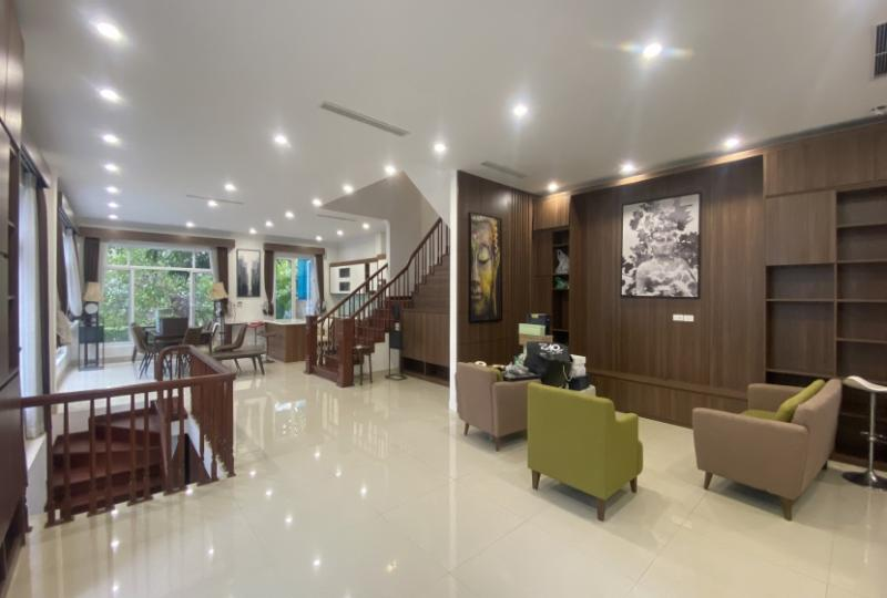 Delightful villa for rent in Vinhomes Riverside, river view