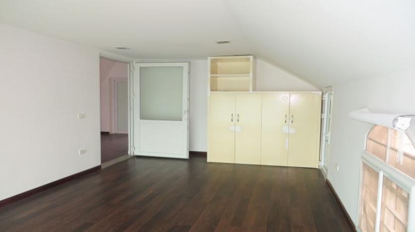 detached-villa-for-rent-in-tay-ho-4-bedrooms-04-bathrooms-24