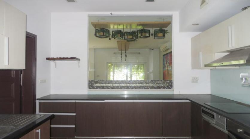 detached-villa-for-rent-in-tay-ho-4-bedrooms-04-bathrooms-5