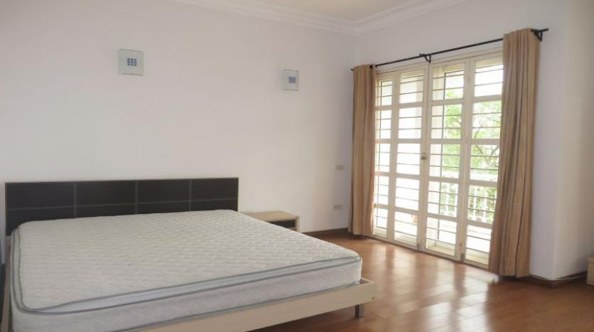 detached-villa-for-rent-in-tay-ho-4-bedrooms-04-bathrooms-9