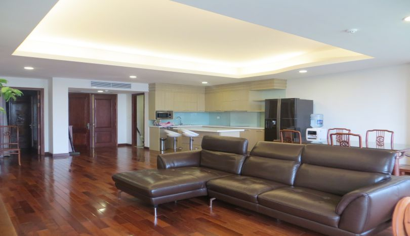 Excellent 2 bedroom apartment in Tay Ho for rent with bathtub