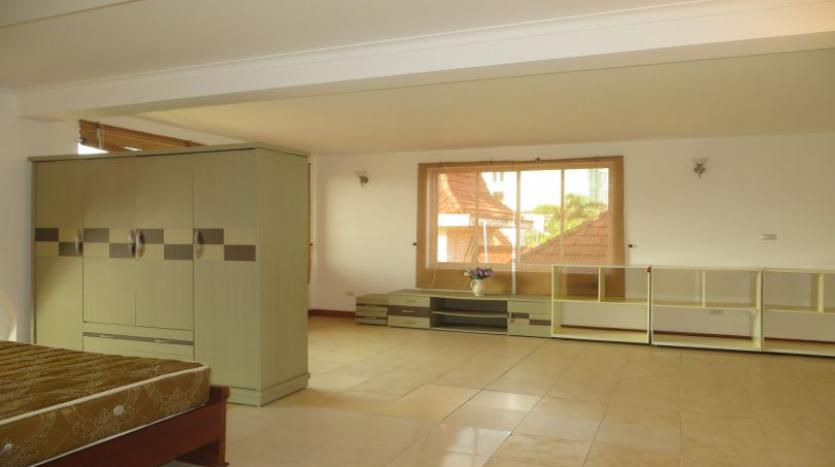 fabulous-5-bedroom-house-to-let-in-tay-ho-private-garage-17