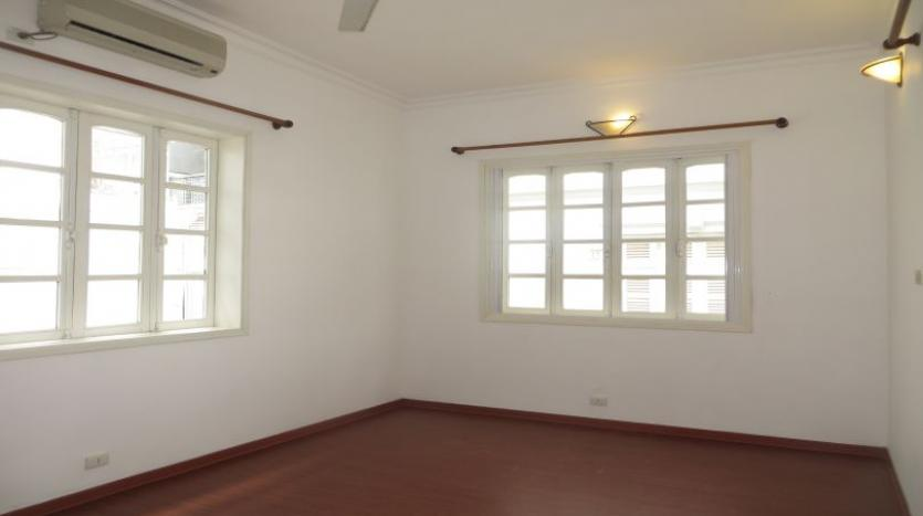 four-bedroom-house-to-rent-in-tay-ho-white-color-13