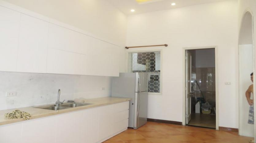 four-bedroom-house-to-rent-in-tay-ho-white-color-21
