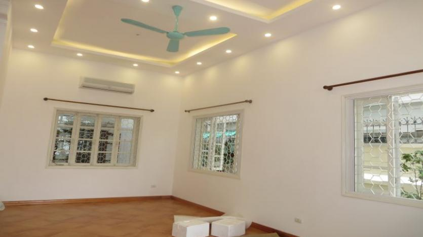 four-bedroom-house-to-rent-in-tay-ho-white-color-3