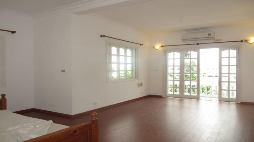 four-bedroom-house-to-rent-in-tay-ho-white-color-7