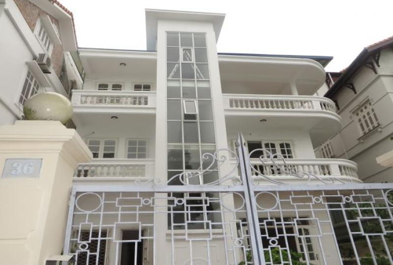 Four bedroom house to rent in Tay Ho, white color
