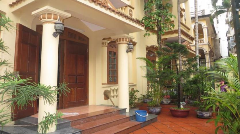 french-style-04-bedroom-house-for-rent-in-tay-ho-area-fully-furnished-1