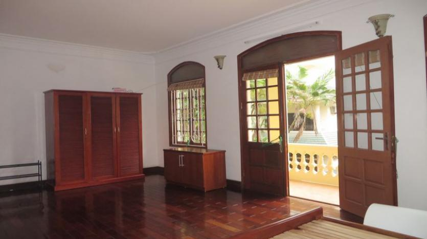 french-style-04-bedroom-house-for-rent-in-tay-ho-area-fully-furnished-9