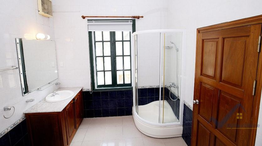 38. bathroom on bedroom 04_result