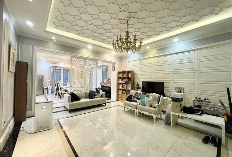 Fully furnished 3 bedroom Vinhomes Riverside rental includes services