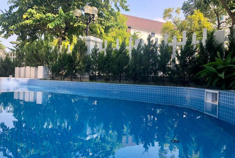 Fully furnished detached villa in Vinhomes Riverside swimming pool