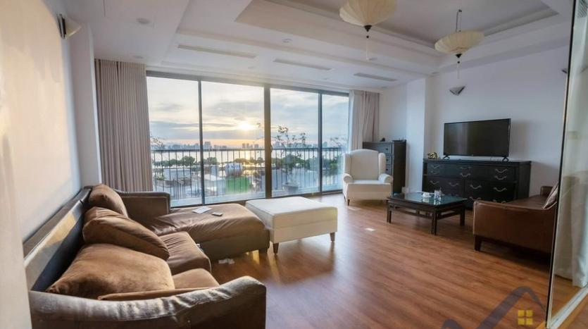 funished-3-bedroom-apartment-to-rent-truc-bach-with-lake-view-1