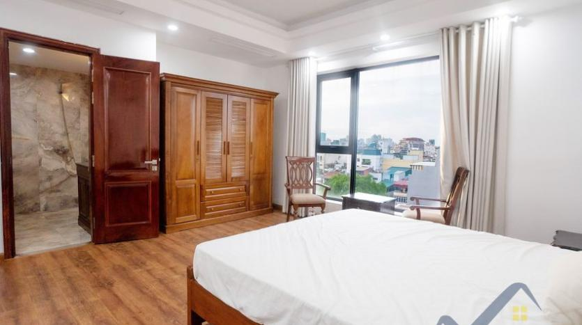 funished-3-bedroom-apartment-to-rent-truc-bach-with-lake-view-11