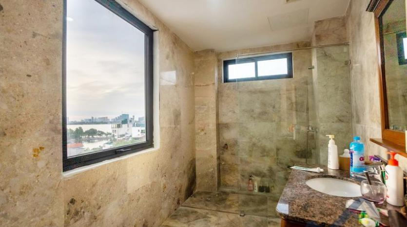 funished-3-bedroom-apartment-to-rent-truc-bach-with-lake-view-13