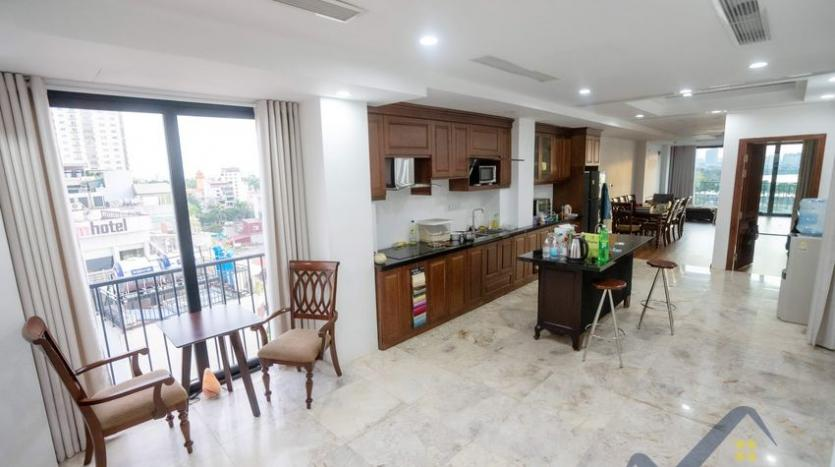 funished-3-bedroom-apartment-to-rent-truc-bach-with-lake-view-3