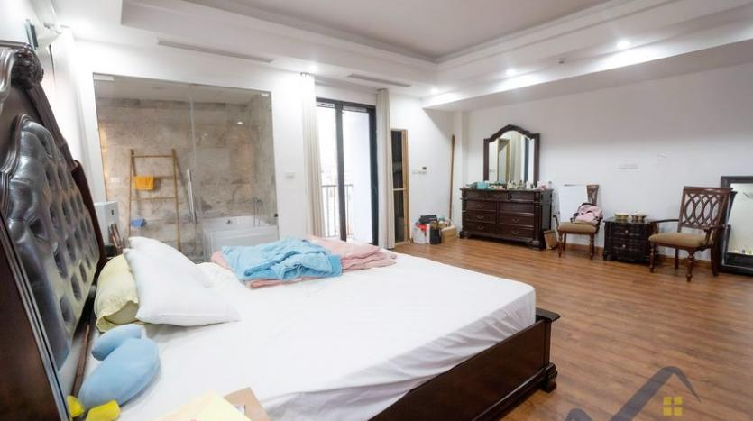 funished-3-bedroom-apartment-to-rent-truc-bach-with-lake-view-7