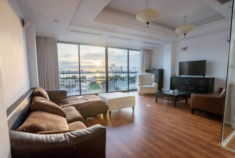 Funished 3 bedroom apartment to rent Truc Bach with lake view