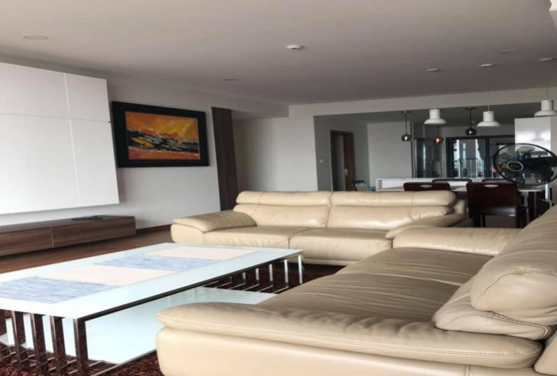 Furnished 3 bedroom apartment to rent in Discovery Complex Cau Giay