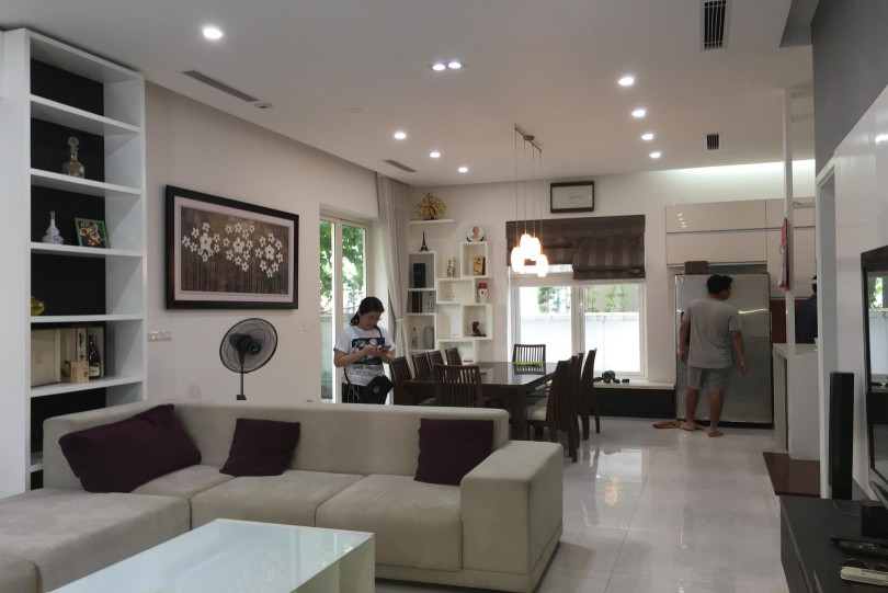 Furnished 3 bedroom Vinhomes Riverside house to rent, close to BIS