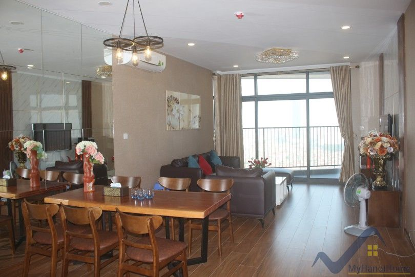 Furnished 3 bedrooms 2 bathroom apartment in Discovery Complex Cau Giay