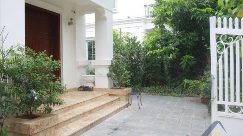 furnished-4-bedroom-villa-in-vinhomes-riverside-hanoi-rent-close-bis-1