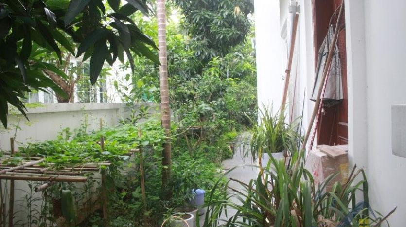 furnished-4-bedroom-villa-in-vinhomes-riverside-hanoi-rent-close-bis-2