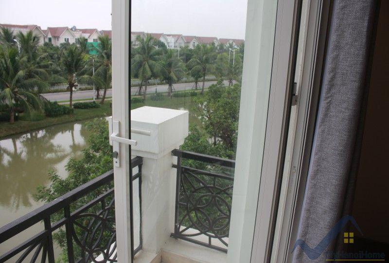Furnished 4 bedroom villa in Vinhomes Riverside Hanoi rent close BIS