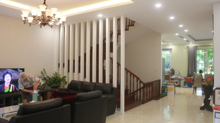 furnished-4-bedroom-villa-in-vinhomes-riverside-hanoi-rent-close-bis-4