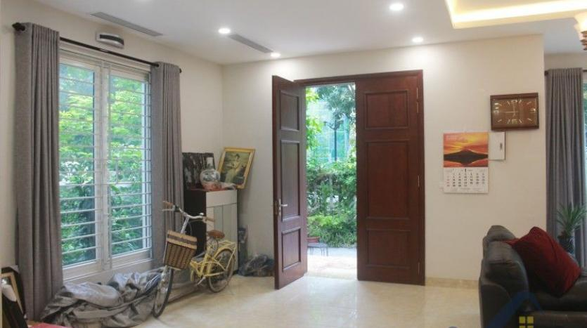 furnished-4-bedroom-villa-in-vinhomes-riverside-hanoi-rent-close-bis-5