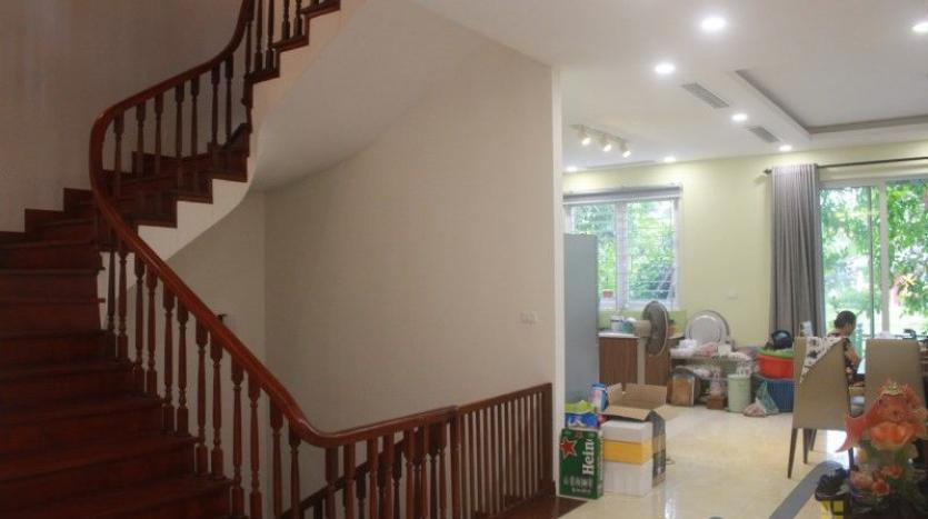 furnished-4-bedroom-villa-in-vinhomes-riverside-hanoi-rent-close-bis-7