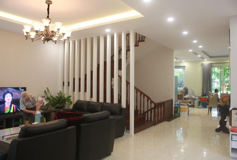 Furnished 4 bedroom villa in Vinhomes Riverside Hanoi rent close BIS