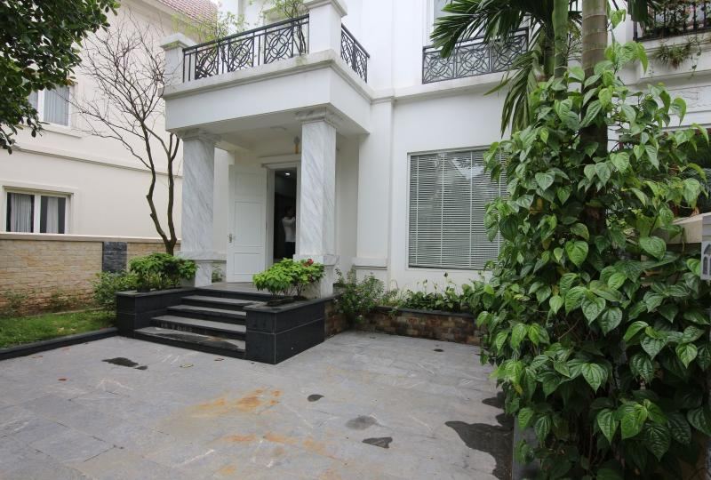 Furnished 4 bedrooms villa in Vinhomes Riverside Hanoi
