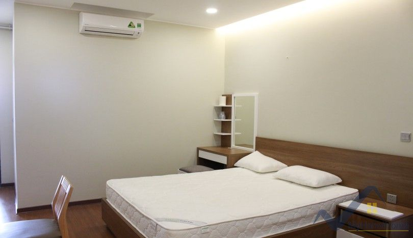 Furnished apartment in Trang An Complex for rent 2 double bedrooms