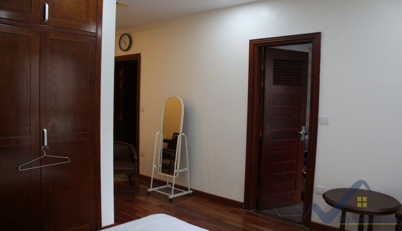 Furnished apartment in Truc Bach 1 bedroom for rent 500$