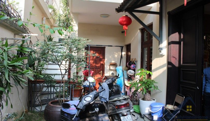 Furnished house in Cau Giay district for rent with 3 bedrooms
