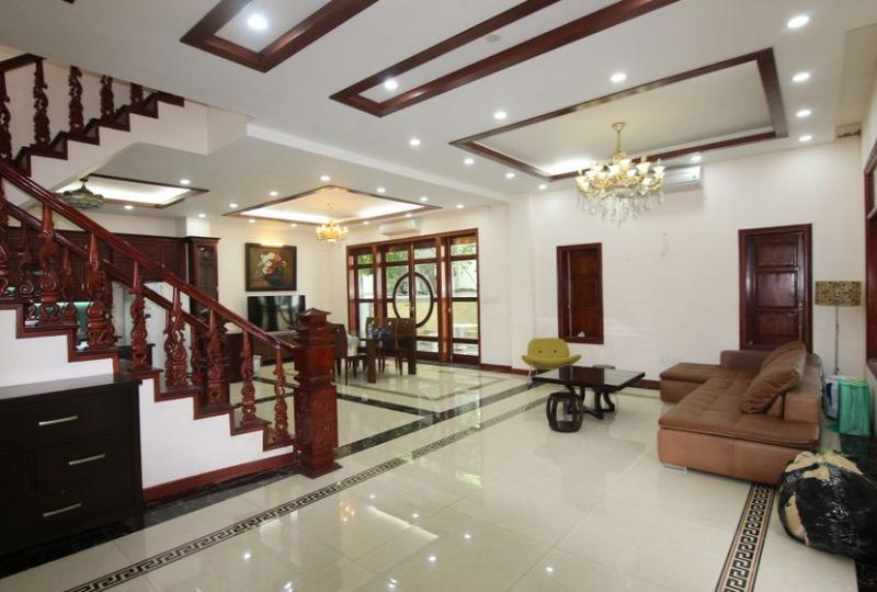 Furnished house to rent Vinhomes Riverside close to BIS