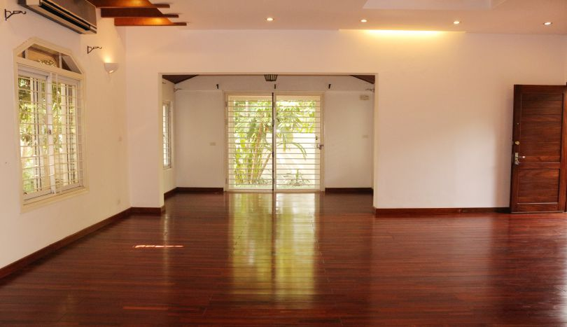 Furnished villa for rent in Tay Ho, Hanoi next to Westlake