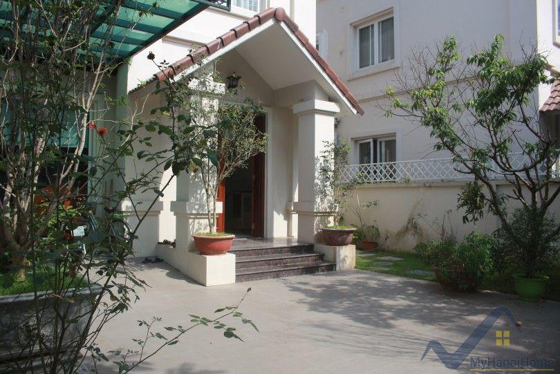 Furnished villa for rent in Vinhomes Riverside Hoa Sua area